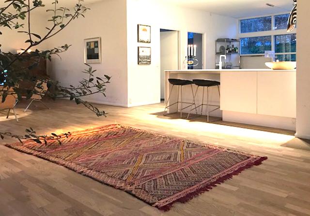 marokkansk tæppe Minimalisme med kant og marokkansk tæppe marokkansk tæppe